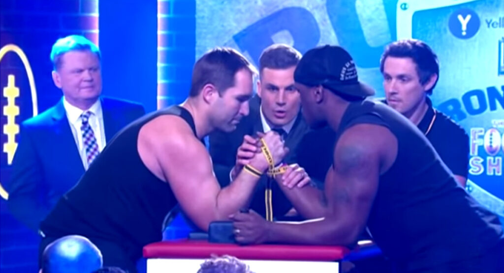 Former Wallaby Wendell Sailor breaks opponents arm in charity arm wrestle