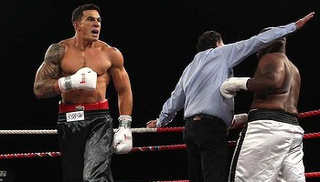 Sonny Bill Williams claims the New Zealand Heavyweight boxing title