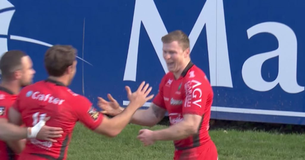 Rapid Chris Ashton avoids blooper and gets on end of Nonu's skill