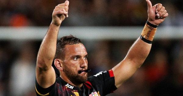 Aaron Cruden's brilliant tip pass sets up James Lowe try vs the Blues