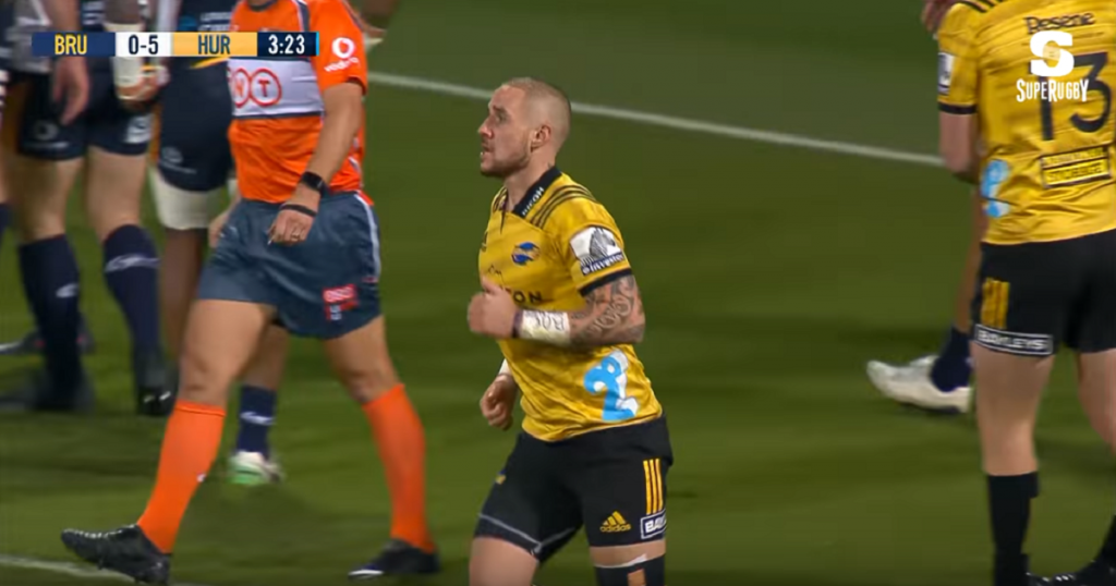 TJ Perenara scores one of the most outrageous tries you'll see