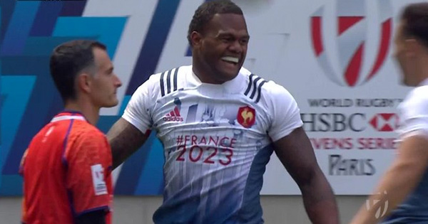 Virimi Vakatawa's unbelievable no-look offload and try at the Paris 7s
