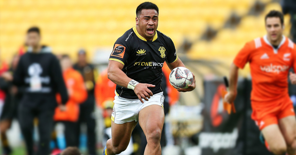 Wellington Hooker Asafo Aumua steps fullback to score incredible 60m try