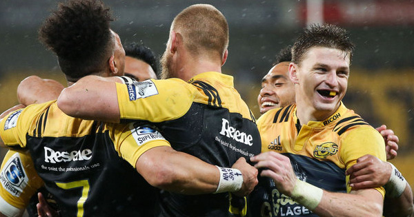 Hurricanes masterclass in the wet sets up home semi final