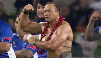 Shirtless Brian Lima leads Samoa in Siva Tau wardance vs Ireland