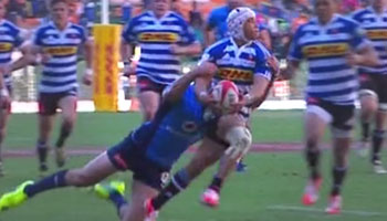 Cheslin Kolbe dazzling run and no look pass sets up Juan De Jongh try