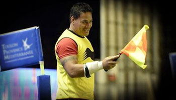 Chris Masoe finds new role as touchjudge after assistant ref injury