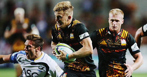 Damian McKenzie finishes off brilliant Chiefs team try in romp over Force