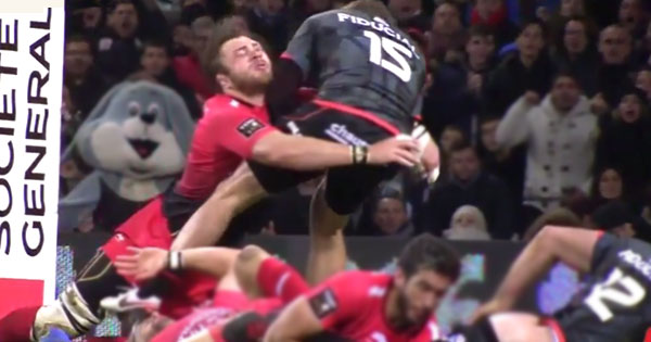 Duane Vermeulen knocked out attempting try-saving tackle on Maxime Medard
