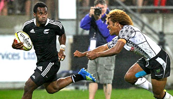 Highlights from both days of the HSBC Sevens World Series in Wellington