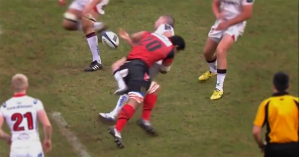 Maurie Fa'asavalu makes a punishing big hit on Ian Humphreys