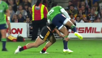 Controversial yellow card for James Lowe tackle leads to Highlanders upset