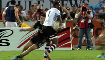 Pio Tuwai's incredible pass sets up Fijian try against New Zealand Sevens