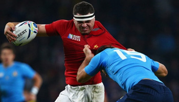 France put in businesslike performance to beat Italy at Twickenham