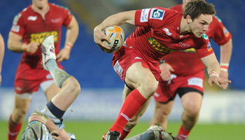 George North beats Alex Cuthbert to set up great Scarlets try