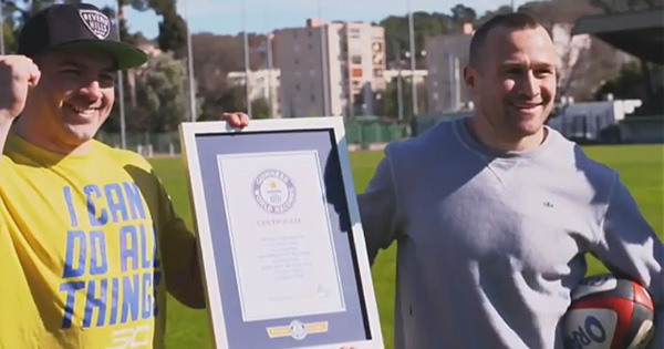 Matt Giteau joins Drew Mitchell in World Record attempt for most passes