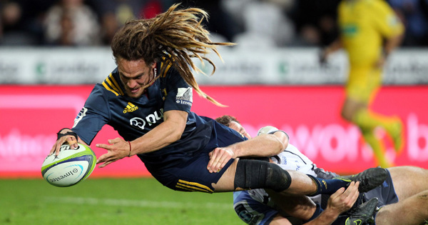 Highlanders and Force bruising tussle kicks off round 6 of Super Rugby