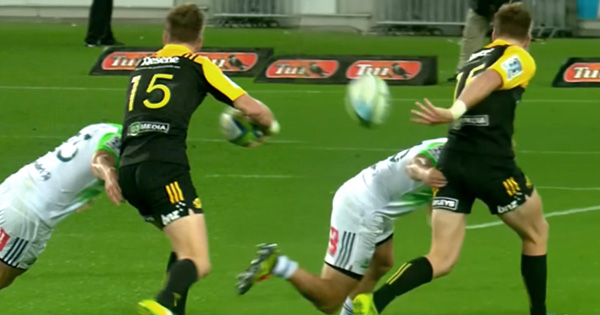 Jordie Barrett brilliant behind the back pass for Hurricanes try