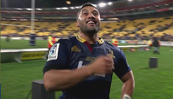 Josh Kronfeld and the Highlanders celebrate their Super Rugby Final win