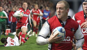 Mike Tindall finishes off an excellent Gloucester team try