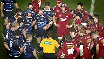 Referee Nigel Owens tells off 30 grown men