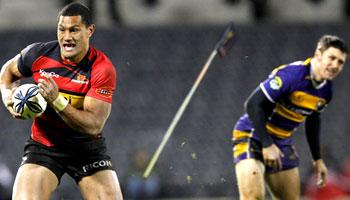 Robbie Fruean threatened with Ben Smith's spear