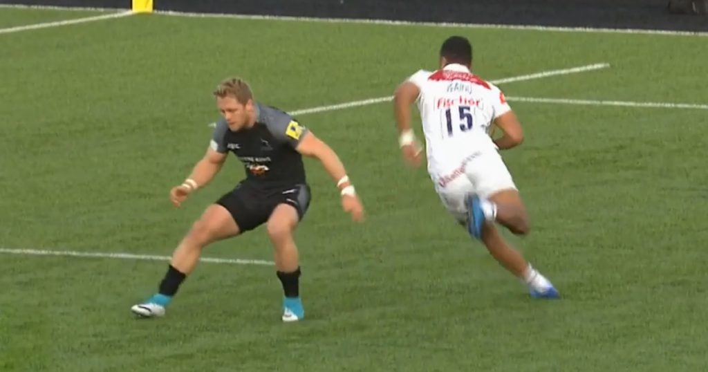 Telusa Veainu's unbelievable feet leave defenders for dead on way to tryline
