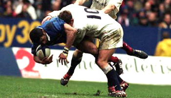 Jonny Wilkinson huge hit on Emile N'tamack in 2000