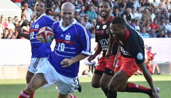 Toulon play the France '98 FIFA WC squad in Half Football, Half Rugby charity game