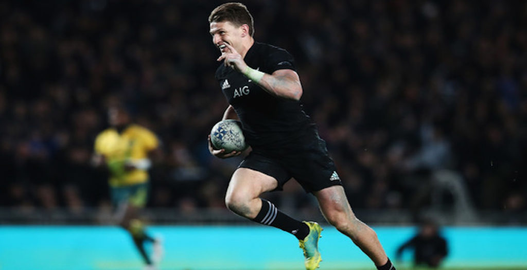 Beauden Barrett recreates Carlos Spencer's iconic 'through the legs' pass