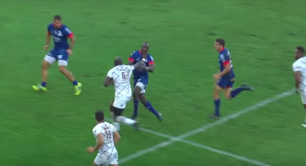 Bordeaux flanker makes defenders look like schoolboys with two huge fends in solo try