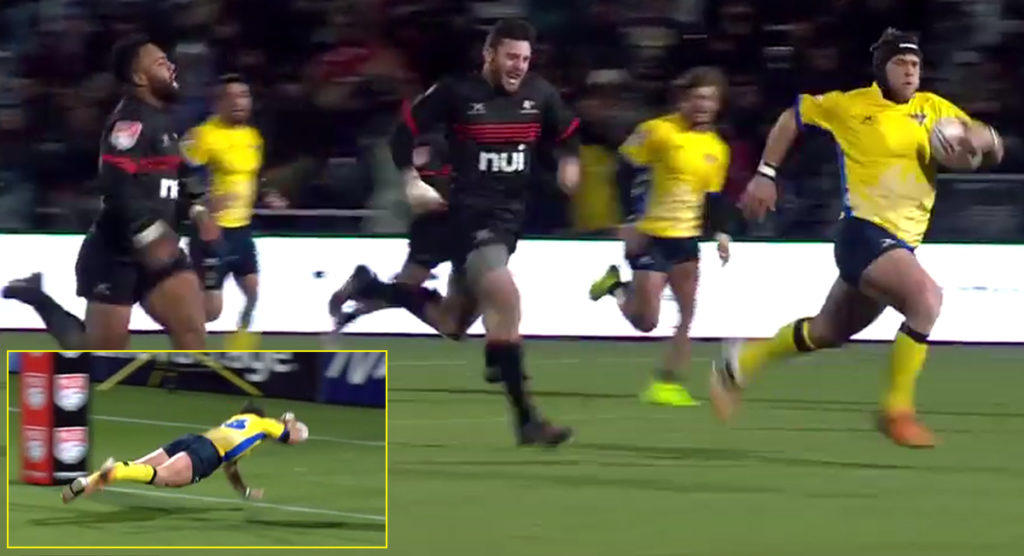 Hooker deserves to be thrown out of the front row union for this lung-busting 100m sprint!