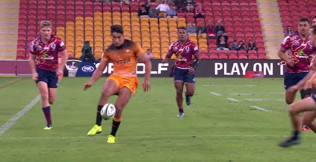 Jaguares winger uses slick footballing skills to score incredible try