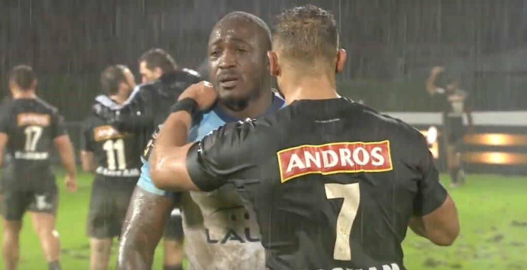 WATCH: Opposition embrace at full time in EMOTIONAL Diarra tribute