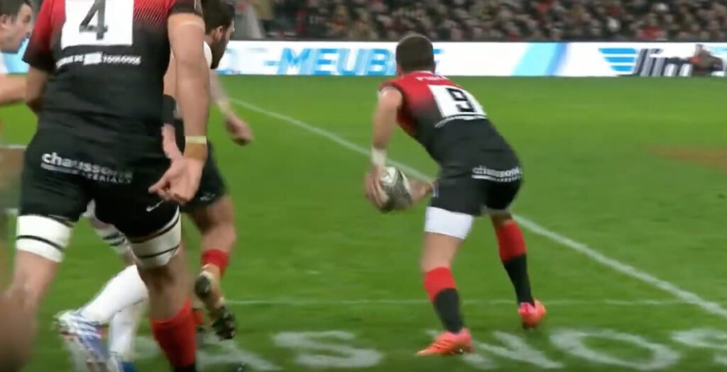 WATCH: Bézy lights up Top 14 with outstanding solo try