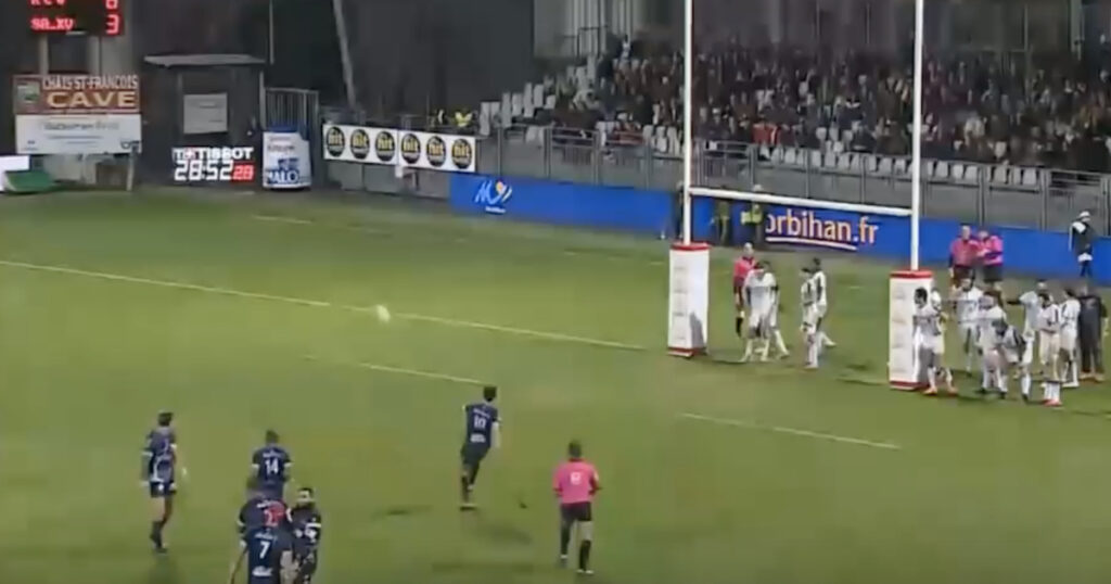 Vannes denied cheeky try as flyhalf attempts trick play that keeps referee on his toes