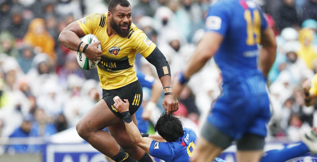 Wallaby star uses nasty handoff to set up try in Japanese Top League