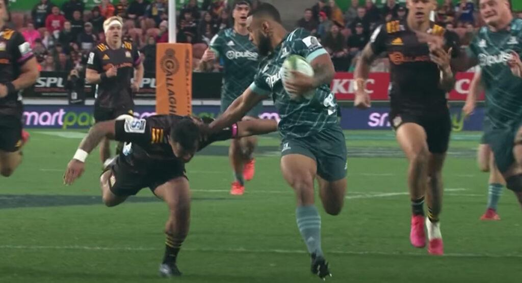 Highlanders' Jona Nareki slices through for try of the weekend contender