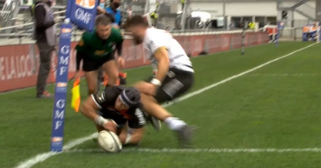 Cheslin Kolbe takes one in the ribs as Brive winger attempts to prevent try