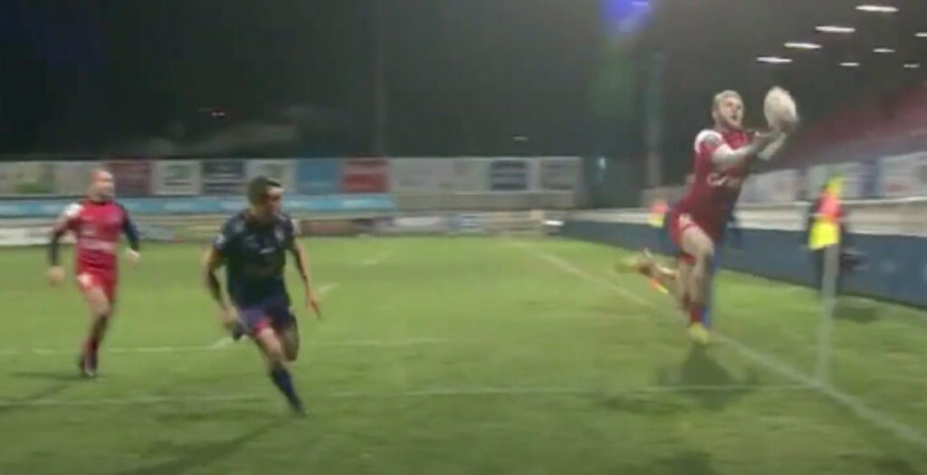 Amazing acrobatic skills set up early try in Pro D2 Friday night clash