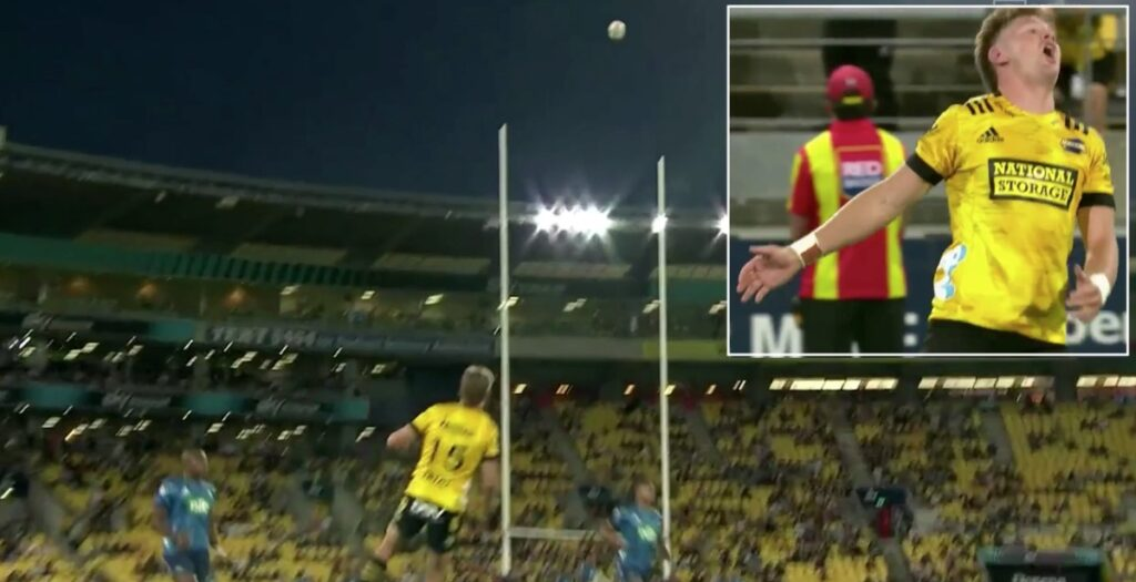 Barrett's conversion somehow ruled out in Super Rugby Aotearoa clash