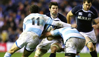 Argentina snatch victory over Scotland with a late dropgoal
